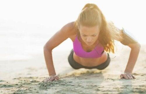 멋진 바다를 보면서 즐기는 해변 운동