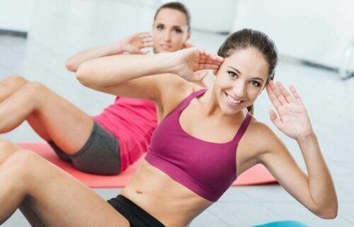 복부 운동으로 지방을 연소하는 방법
