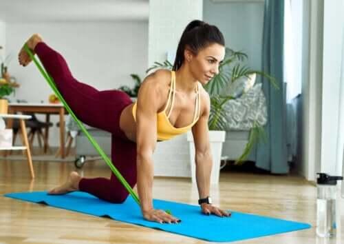 둔근 강화와 스트레칭에 도움이 되는 운동