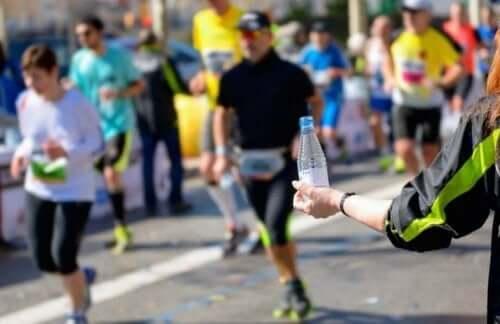 달리기 경주 중 갈증을 느끼지 않고 완주하는 법