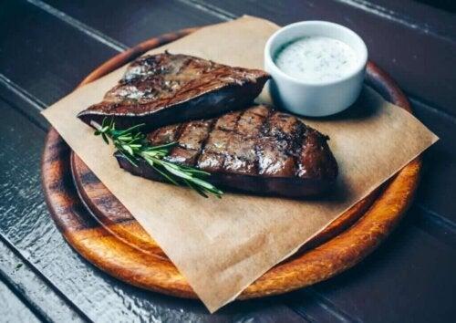 식단에 포함해야 할 탄수화물 함량이 낮은 식품 3가지