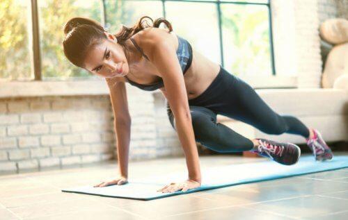 Fem gode kroppsvektøvelser å gjøre hjemme
