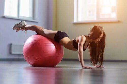 Pilates: Kjernestabilitetsøvelsen som forbrenner kalorier