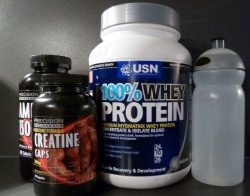 Kreatin og protein kosttilskudd.