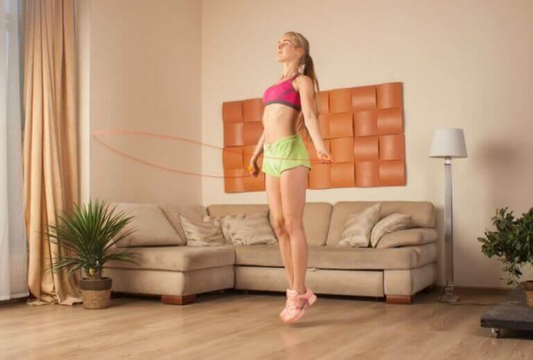 Hjemmetrening: hoppe tau er helt supert for å få opp pusten.