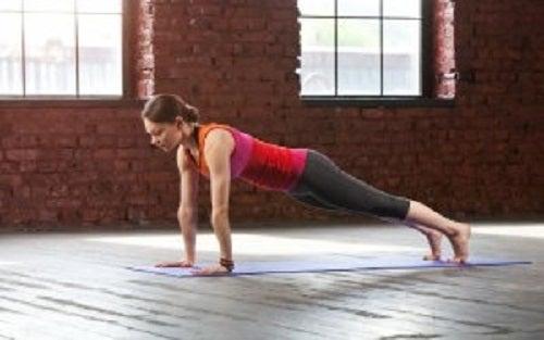 5bba170d Yogaøvelser for å styrke armene dine — Trenings glede