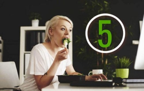 Øk forbrenningen med fem måltider om dagen.