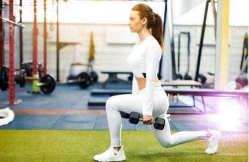 Øvelser for kvinner for å forme og styrke beina