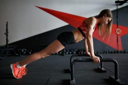 Øvelser som ikke bør mangle når du trener brystet