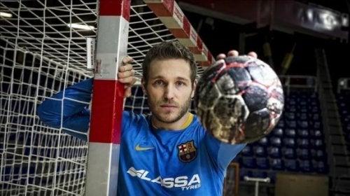Analyse av spillet til Víctor Tomás: en håndballspiller og stor stjerne