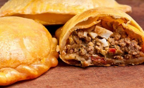 Empanadas fylt med kjøtt.