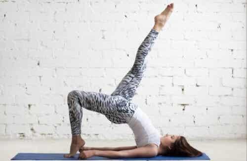 Lær fire effektive variasjoner av hofteløft
