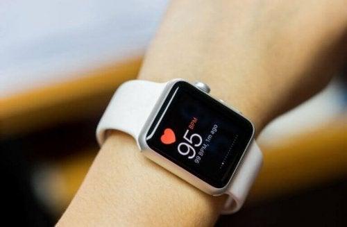 Klokke som måler hjertefrekvensen