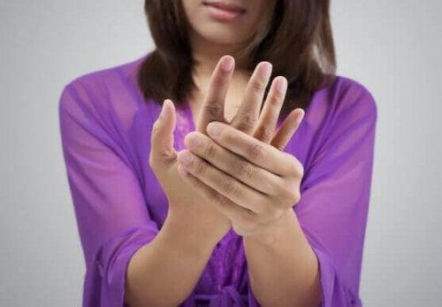 Øvelser for å styrke fingrene ved hjelp av en powerball