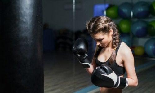 Prøv treningsformen fitness-boksing for å komme deg i form