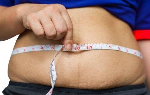 Hvordan bli kvitt magefettet, uten å være sulten