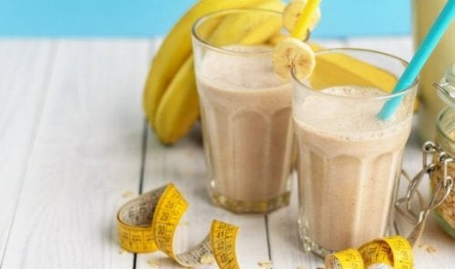 Naturlige proteindrikker med banan.