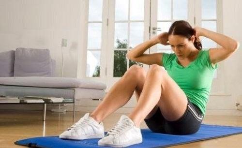 10 minutters økt med de beste mageøvelsene
