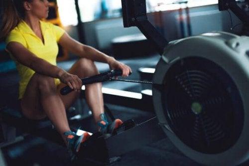12 ulike øvelser man kan trene med en romaskin