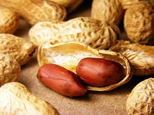 Å spise peanøtter har mange fordeler.