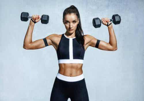 Faste armer: 5 ulike øvelser som vil føre til mindre slappe armer
