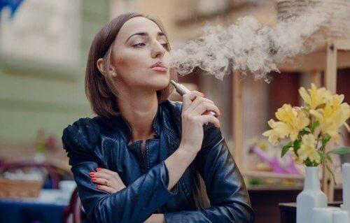Er e-sigaretter sunnere enn å røyke sigaretter?