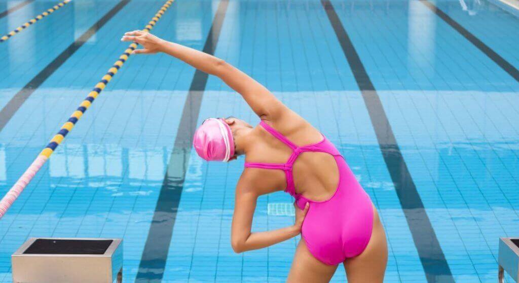 Oppvarming og uttøying før svømming: Effekter og fordeler