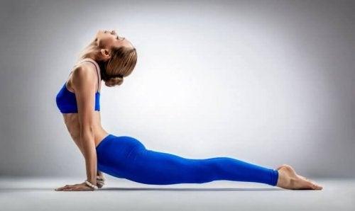 Den siste vi nevner av yogaøvelser som er bra for ryggen er denne.