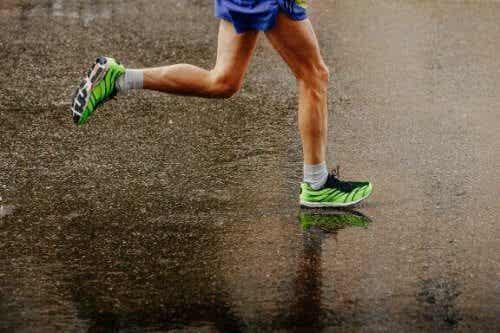 Alt du trenger å vite om å løpe i regnet