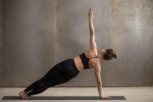 Få en veldefinert mage på 4 uker