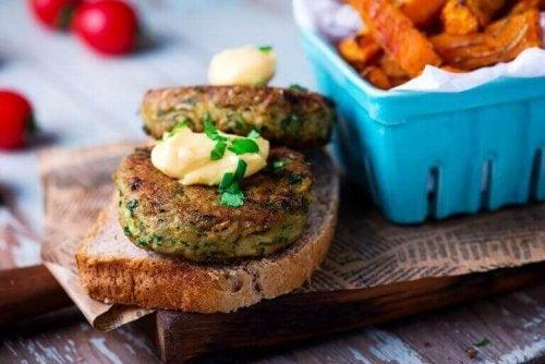 Vegetarburger på brødskive