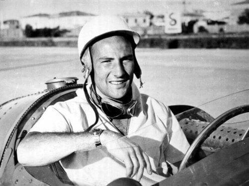 Stirling Moss i bilen sin ved et løp.