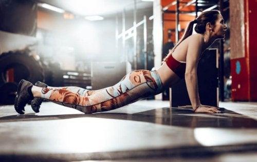 Burpees er en øvelse som hjelper deg med å gå ned i vekt raskt.
