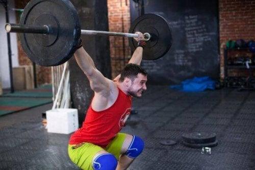 Hvordan perfeksjonere øvelsen overhead squat