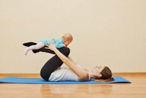 Når og hvordan du gjør visse postpartum-øvelser