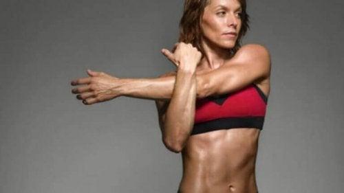 øvelser for å tøye ut skuldrene dine