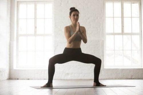 De fire beste uttøyingsøvelsene for å lindre lyskesmerter