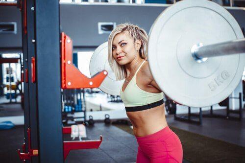 Å planlegge en økt for hele kroppen: Bygge muskler mot å forbrenne fett