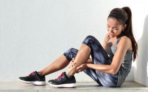 kvinne med skadet ankel - feil etter løping