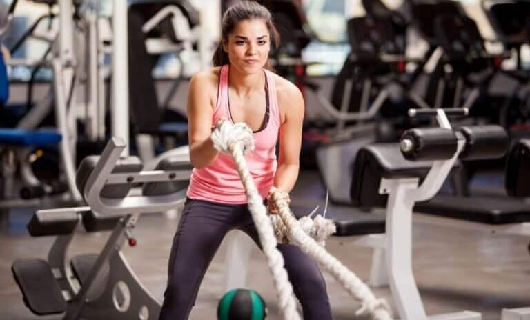 kvinne som trener for å gå ned i vekt