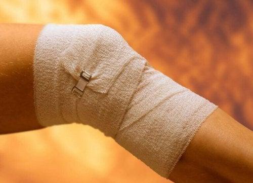 skade i kneet