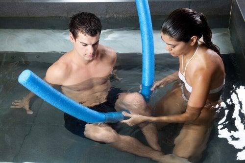 Rehabilitering i vann for korsbåndskader