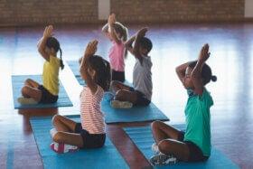 Yoga for barn: første trinn