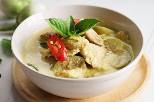 Vegetarisk curry med aubergine, tomat og spinat