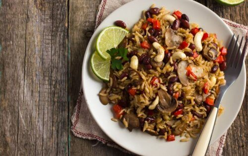 vegetariske oppskrifter for barn: Salat med bønner og ris.