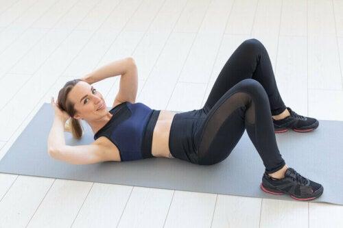 Lær hvordan du kan trene magemusklene på bare 15 minutter om dagen