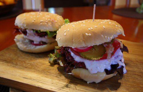 Oppskrifter på hamburgere med kjøtt og fisk