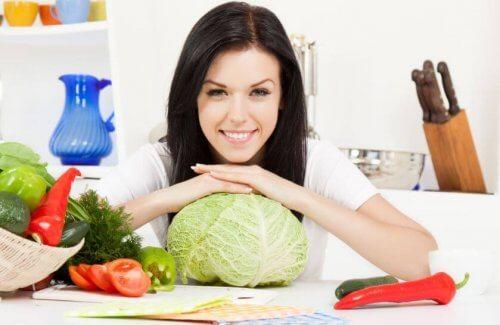 Hodekålsalat er en perfekt rett til lunsj og middag