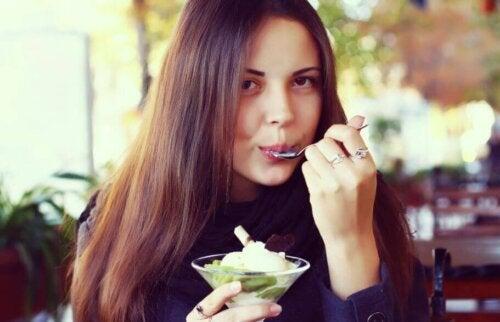 Hjemmelaget iskrem med frukt: verdt å prøve!