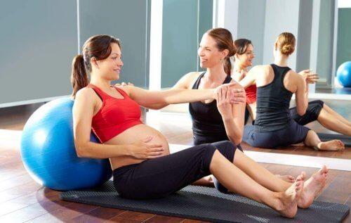Flotte pilatesøvelser du kan gjøre under graviditeten